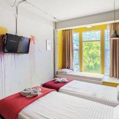 Saladaeng Gallery Hostel By Favstay Бангкок комната для гостей