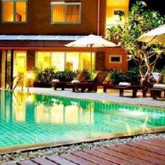 Отель Green Point Resort Бангкок бассейн