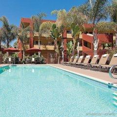 Отель La Quinta Inn & Suites San Diego SeaWorld/Zoo Area бассейн