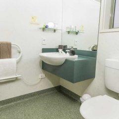 Отель Colonial Manor Motel ванная фото 2