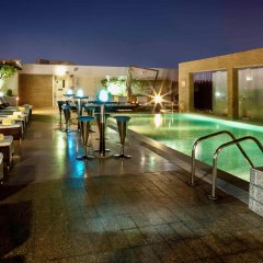 Отель Novotel Suites Mall of the Emirates бассейн