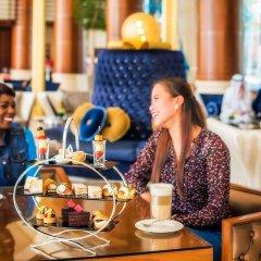 Отель Khalidiya Palace Rayhaan by Rotana, Abu Dhabi гостиничный бар