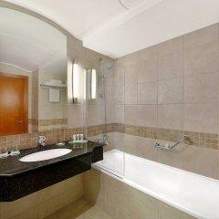 Отель Courtyard by Marriott Dubai Green Community ванная фото 2