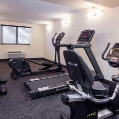 Отель Red Feather Lodge фитнесс-зал