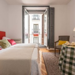 Отель Apartamentos Plaza Santa Ana Мадрид комната для гостей фото 3