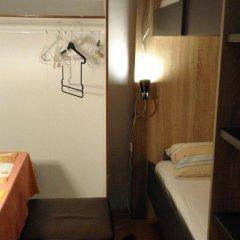 Отель Pension Vienna Happymit сейф в номере