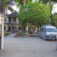 Отель Chitwan Adventure Resort Непал, Саураха - отзывы, цены и фото номеров - забронировать отель Chitwan Adventure Resort онлайн парковка