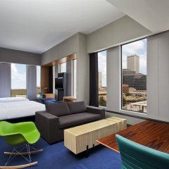 Отель Aloft Tulsa Downtown США, Талса - отзывы, цены и фото номеров - забронировать отель Aloft Tulsa Downtown онлайн комната для гостей