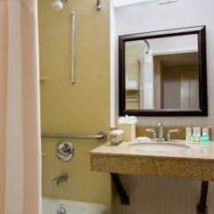 Отель Hilton Garden Inn Queens/JFK Airport США, Нью-Йорк - 1 отзыв об отеле, цены и фото номеров - забронировать отель Hilton Garden Inn Queens/JFK Airport онлайн ванная фото 2
