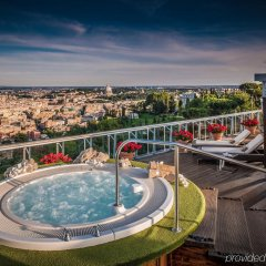 Отель Rome Cavalieri, A Waldorf Astoria Resort бассейн