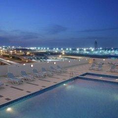 Отель Holiday Inn Express Dubai Airport ОАЭ, Дубай - - забронировать отель Holiday Inn Express Dubai Airport, цены и фото номеров бассейн