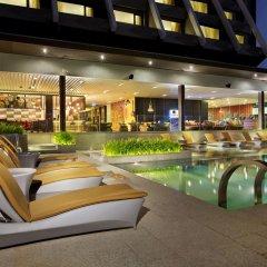 Отель Doubletree By Hilton Sukhumvit Бангкок бассейн фото 2
