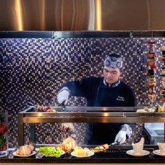 Отель Grand Mercure Yogyakarta Adi Sucipto Индонезия, Слеман - отзывы, цены и фото номеров - забронировать отель Grand Mercure Yogyakarta Adi Sucipto онлайн питание фото 3