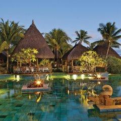 Отель La Pirogue A Sun Resort бассейн