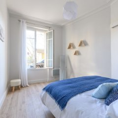 Отель Daumier - New 2 Bdrs Flat near la Seine Париж комната для гостей