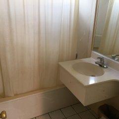 Отель Bevonshire Lodge Motel США, Лос-Анджелес - 1 отзыв об отеле, цены и фото номеров - забронировать отель Bevonshire Lodge Motel онлайн ванная
