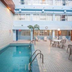 Отель Comfort Inn & Suites Downtown Edmonton бассейн