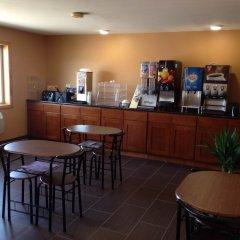Отель Super 8 by Wyndham Diamondville Kemmerer США, Даймондвилл - отзывы, цены и фото номеров - забронировать отель Super 8 by Wyndham Diamondville Kemmerer онлайн гостиничный бар