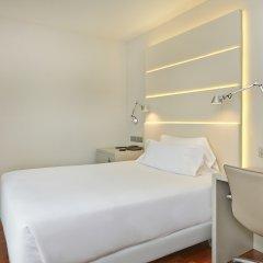 Отель NH Barcelona Les Corts Испания, Барселона - 1 отзыв об отеле, цены и фото номеров - забронировать отель NH Barcelona Les Corts онлайн комната для гостей фото 2