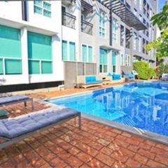 Отель Crystal Suites Suvarnabhumi Airport Бангкок бассейн фото 3