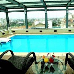 Skylark Hotel бассейн