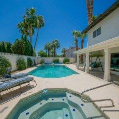 Отель Luxurious 5BR near Las Vegas Strip США, Лас-Вегас - отзывы, цены и фото номеров - забронировать отель Luxurious 5BR near Las Vegas Strip онлайн бассейн фото 7