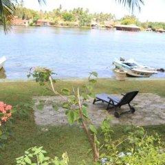 Отель Queen River Inn Шри-Ланка, Берувела - отзывы, цены и фото номеров - забронировать отель Queen River Inn онлайн приотельная территория фото 2