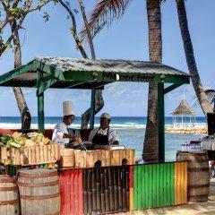 Отель Rose Hall Villas By Half Moon Ямайка, Монтего-Бей - отзывы, цены и фото номеров - забронировать отель Rose Hall Villas By Half Moon онлайн гостиничный бар