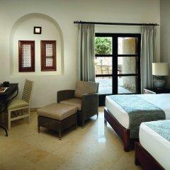 Отель Movenpick Resort & Spa Dead Sea сейф в номере