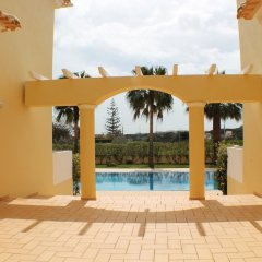 Апартаменты Apartment With 2 Bedrooms in Albufeira, With Pool Access, Enclosed Gar бассейн