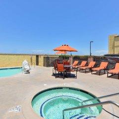Отель Best Western Plus Raffles Inn & Suites бассейн