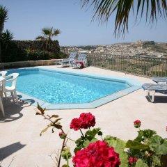 Отель Bellavista Farmhouses Gozo бассейн