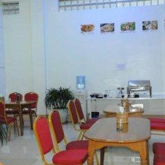 Отель Golden Kinnara Hotel Мьянма, Лашио - отзывы, цены и фото номеров - забронировать отель Golden Kinnara Hotel онлайн питание фото 3