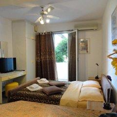 Отель Sun Rose Apartments Черногория, Свети-Стефан - отзывы, цены и фото номеров - забронировать отель Sun Rose Apartments онлайн комната для гостей