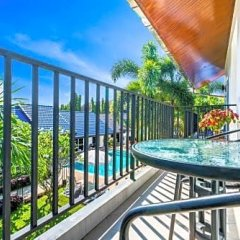 Отель Phuket Airport Guesthouse Таиланд, пляж Май Кхао - отзывы, цены и фото номеров - забронировать отель Phuket Airport Guesthouse онлайн балкон