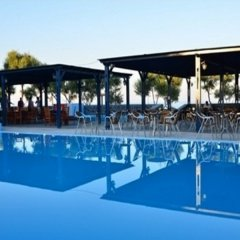 Отель Okeanis Beach бассейн