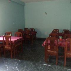 Отель Seven Steps Guest House Непал, Лумбини - отзывы, цены и фото номеров - забронировать отель Seven Steps Guest House онлайн питание