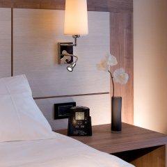 Отель DoubleTree by Hilton Milan Милан сейф в номере