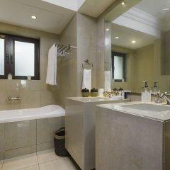 Отель Maison Privee - Burj Khalifa Community Дубай ванная фото 2