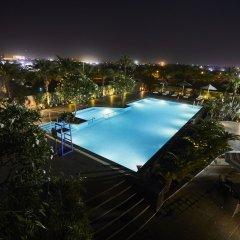 Отель Crowne Plaza New Delhi Rohini Индия, Нью-Дели - отзывы, цены и фото номеров - забронировать отель Crowne Plaza New Delhi Rohini онлайн бассейн фото 3