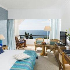 Coral Beach Hotel and Resort комната для гостей