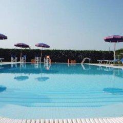 Отель Agriturismo Tenuta Regina Прамаджоре бассейн