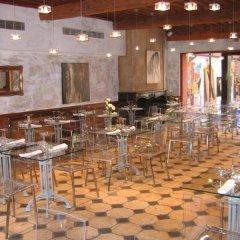 Отель La Tour Rose гостиничный бар