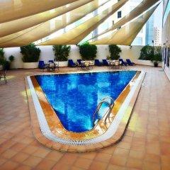 Отель Swiss-Belhotel Sharjah бассейн фото 3