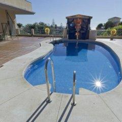 Vista De Rey Hotel бассейн
