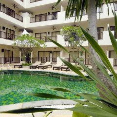 Отель Surin Gate бассейн