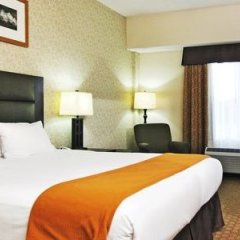 Отель Holiday Inn Express Hotel & Suites Ottawa Airport, an IHG Hotel Канада, Оттава - отзывы, цены и фото номеров - забронировать отель Holiday Inn Express Hotel & Suites Ottawa Airport, an IHG Hotel онлайн комната для гостей фото 4