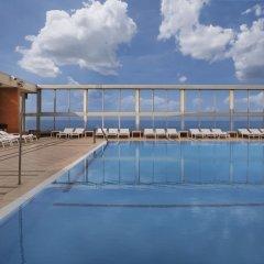 Отель Crowne Plaza Tel Aviv Beach бассейн фото 3