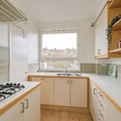 Апартаменты Royal Mile 2BR Apartment Private Balcony Эдинбург в номере