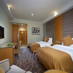 Отель Berjaya Makati Hotel Филиппины, Макати - отзывы, цены и фото номеров - забронировать отель Berjaya Makati Hotel онлайн комната для гостей фото 5